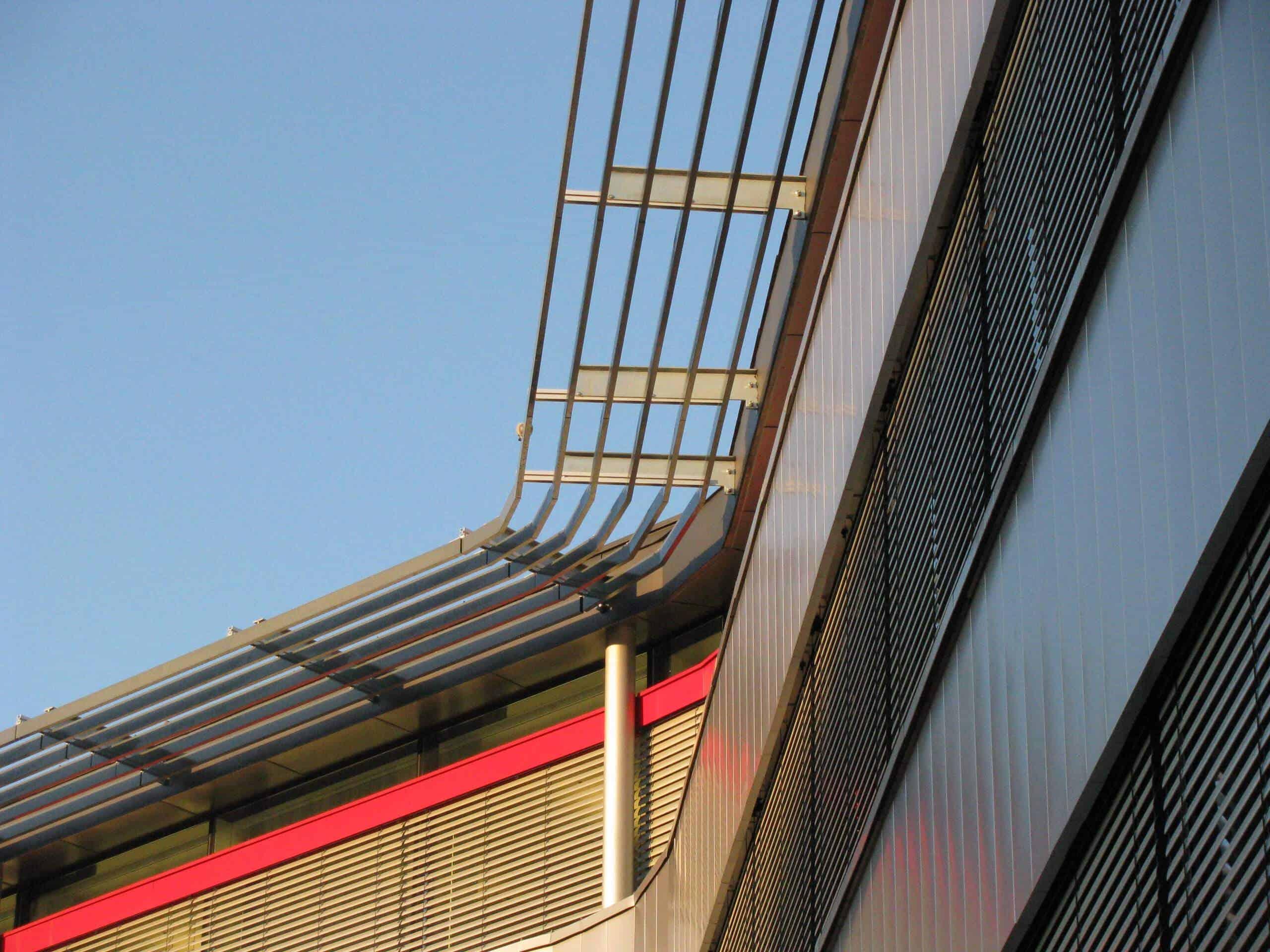 solskjerm bygning metall
